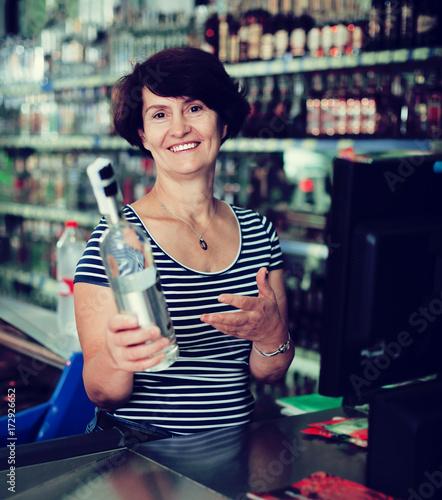 Spoed Foto op Canvas Muziekwinkel Ederly woman cashier at store