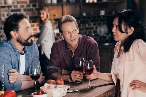 Fototapety, obrazy: friends drinking wine