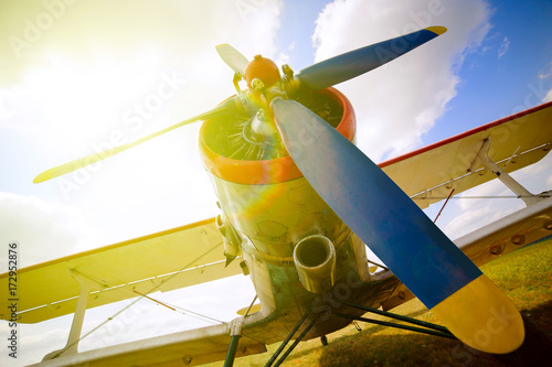 Photo  Part of a old small blue and white plane on a background of blue sky