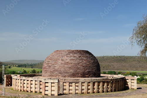 Staande foto Monument Ancient Buddhist stupa in Sanchi, India