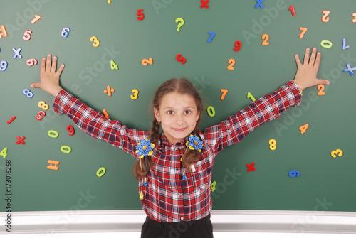 Fotografia, Obraz  Girl is standing in front school board