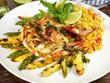 Riesengarnele vom Grill auf Spargel und Reis