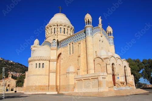 Basilique Notre Dame d'Afrique à Alger, Algérie Wallpaper Mural