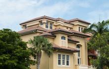 Typical South Florida Modern V...