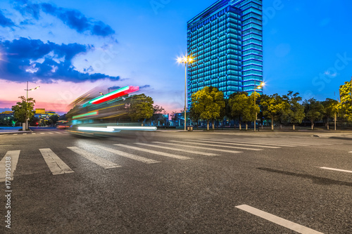 Photo  China Shanghai modern architecture, motion blur car..