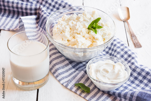 Foto op Aluminium Zuivelproducten Dairy products in glass dishes on White wood