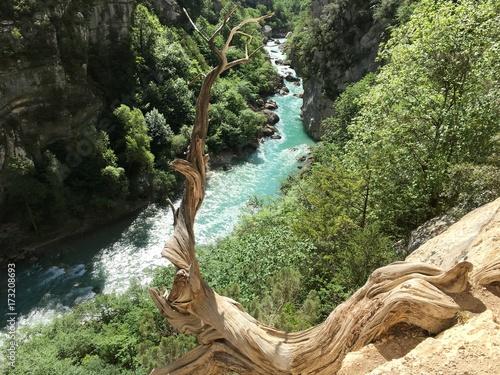 przelom-verdon-przelom-rzeki-verdon-przez-wapienne-skaly-jurajskie-w-poludniowej-francji-w-prowansji