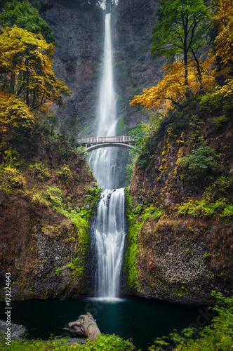 Multnomah Falls and Colors © lhboucault