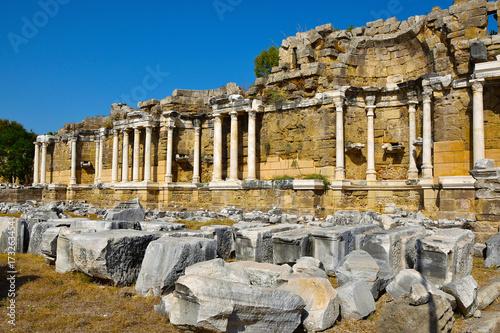 Zdjęcie XXL Ruiny starożytnego miasta Side. Ruiny przedrzymskich budynków.