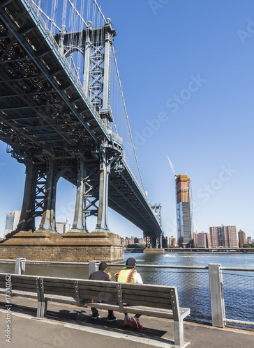 Photo  Workers enjoying their lunch with the East River and Manhattan Bridge view -  Br