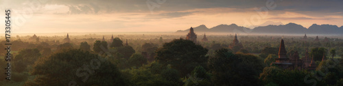 Photo  Buddhist temples of Bagan at sunrise, Myanmar