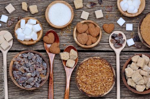 Fotografía  Various kinds of sugar on table