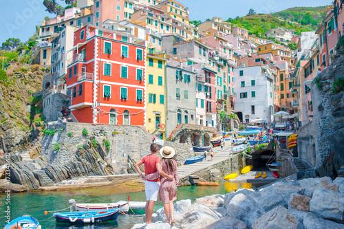 Fotografia  Young family with great view at old village Riomaggiore, Cinque Terre, Liguria, Italy