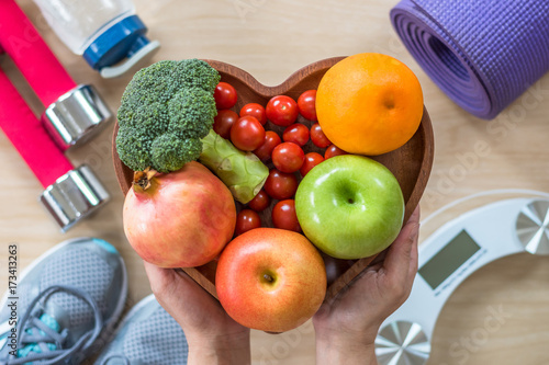 Fotografia Healthy lifestyle concept, clean food good health dietary in heart dish with spo