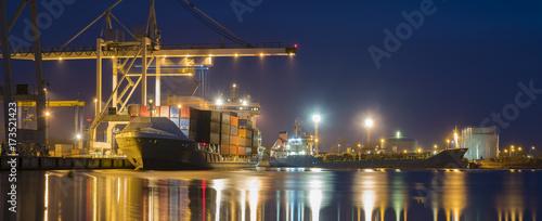 Keuken foto achterwand Schip seaport at night, panorama