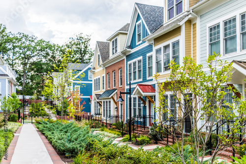 Fotografía  Row of colorful, red, yellow, blue, white, green painted residential townhouses,