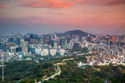 Naklejka premium Seul. Cityscape obraz centrum Seulu podczas letniego zachodu słońca.