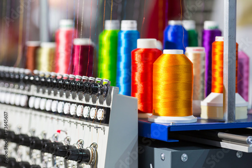 Obraz Spools of color threads closeup, spinning machine - fototapety do salonu
