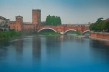 Ponte Pietra In Verona Mit Etsch