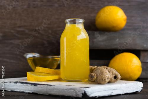 domowy-srodek-na-przeziebienia-z-cytryny-miodu-i-imbiru