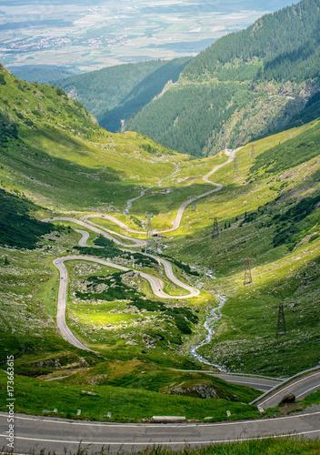 Obraz Crossing Carpathian mountains in Romania. Transfagarasan mountain. Transfagarasan highway. - fototapety do salonu