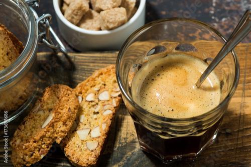 Plakat Włoski deser, kawa espresso i cantucci ciastka, odgórny widok
