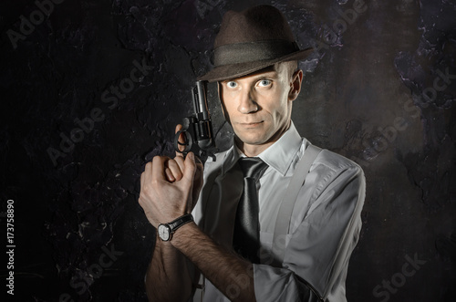 фотография  Black and white picture of private detective with gun in both hands