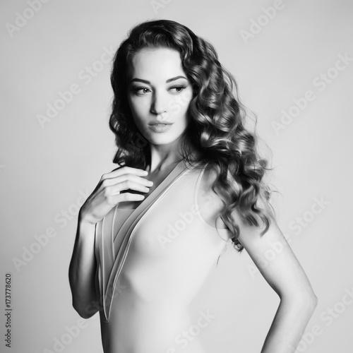 Foto op Plexiglas womenART Beautiful woman with elegant hairstyle on gray background