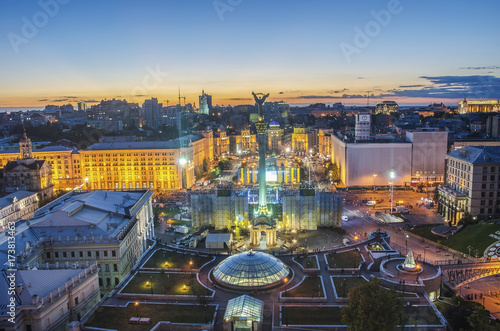 Staande foto Kiev View of Independence Square (Maidan Nezalezhnosti) in Kiev, Ukraine