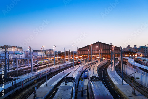 Foto op Canvas Noord Europa Aerial view of Gare du Nord station by night