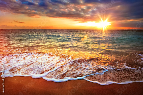 Poster Mer coucher du soleil Calm ocean during tropical sunrise