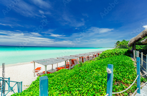 Photo stunning gorgeous inviting view of tropical beach and tranquil turquoise ocean w
