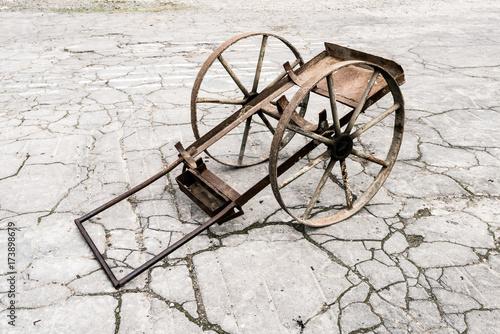 In de dag Fiets Old metal cart