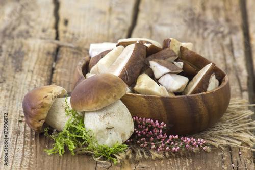Fotografie, Obraz  fresh mushrooms in a bowl