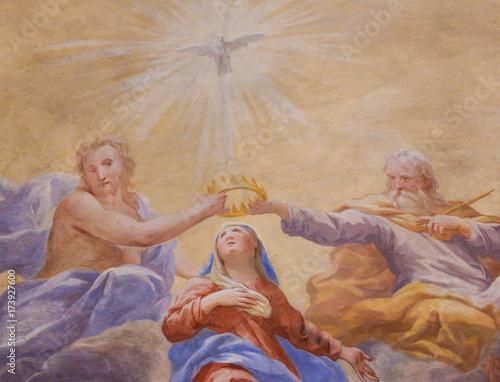 Valokuva  Fresco in San Gimignano - Holy Trinity and Mary