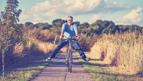 Zdjęcie XXL Senior z rowerem