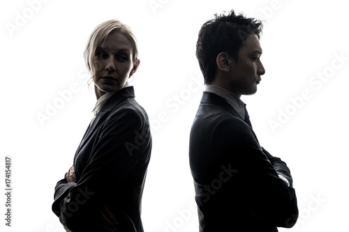 Photo Silhouette of man and woman standing back to back.