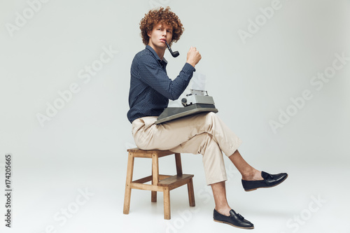 Платно Serious thinking retro man dressed in shirt