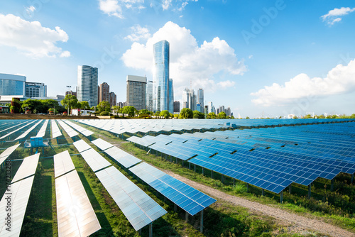 Photo  Shanghai urban landscape, landmarks and solar panels