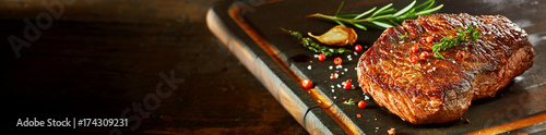 Foto auf Leinwand Steakhouse Piece of rump steak on cutting board