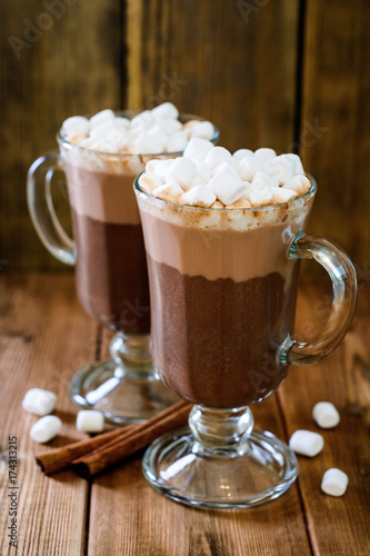 Foto op Plexiglas Chocolade Hot chocolate with marshmallow in glass cups on wooden background