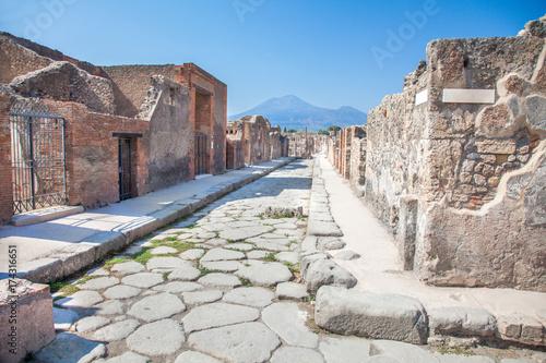 Carta da parati Street in Pompeii and Vesuvius, Italy