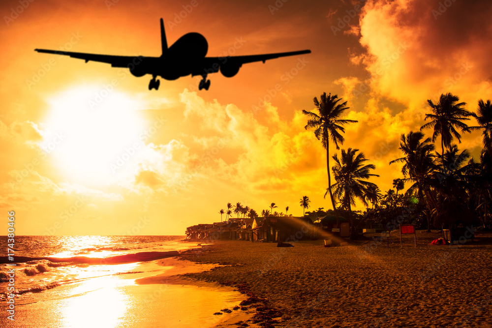 Fototapety, obrazy: Beach Sunset and airplane lending