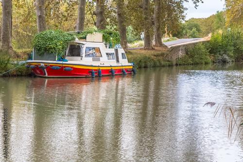 Fotografie, Obraz  péniche abandonnée sur les bords du canal du Midi, France