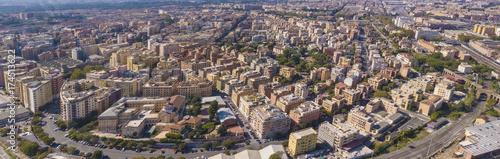 Zdjęcie XXL Panoramiczny widok z południowo-wschodniej Rzymu. Villa Fiorelli jest rozpoznawana i obszar, który przechodzi od Tuscolana do Pigneto. Wiele budynków kryje widok na ulice przecinające miasto.