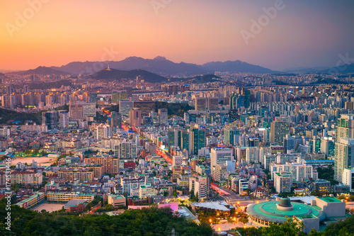 In de dag Seoel Seoul. Cityscape image of Seoul downtown during summer sunset.