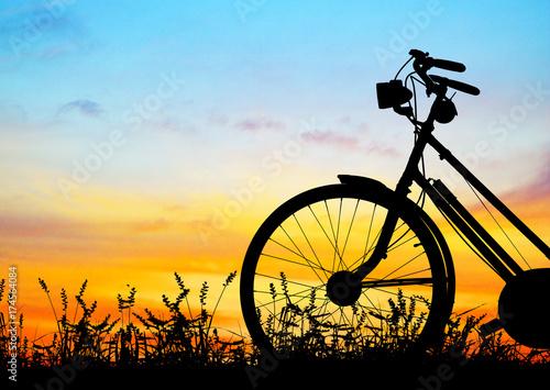 silhouette-vintage-bike-on-sunrise
