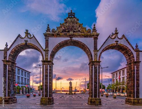 Fotografía Portas da Cidade - the city symbol of Ponta Delgada in Sao Miguel Island in Azor