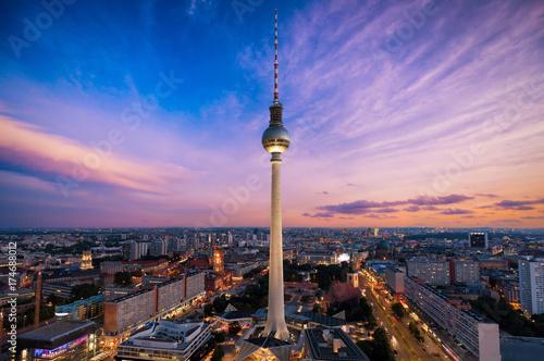 Zdjęcie XXL Wieża telewizyjna i panoramę Berlina po zachodzie słońca
