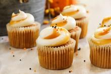 Mini Pumpkin Spice Cupcakes On...